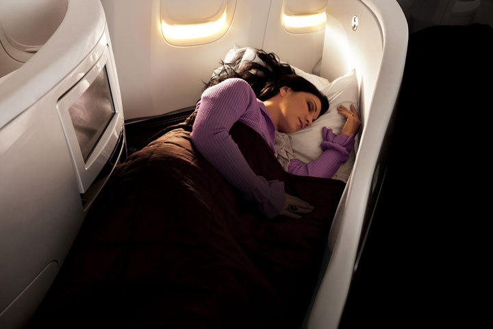 zip-world-compagnie-aerienne-Air-New-Zealand-3-business-premierwoman-sleeping-0133785-0